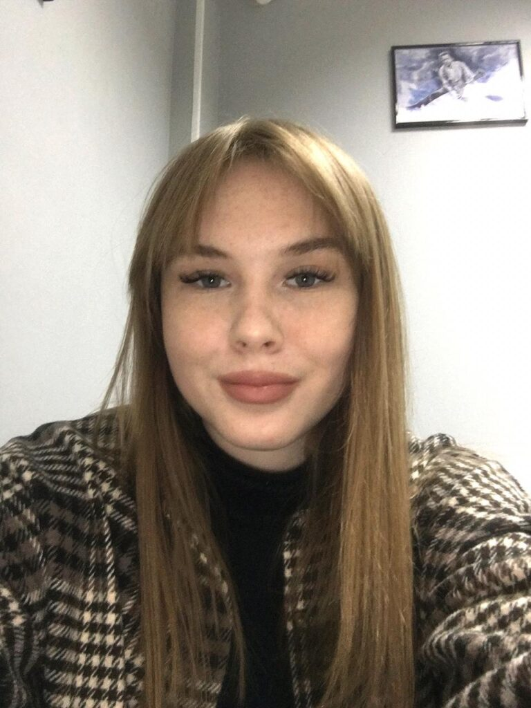 преподаватель по вокалу Анастасия Сухенко