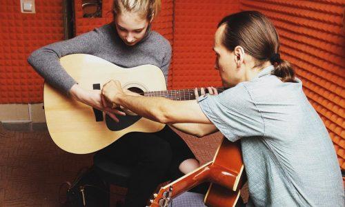 Уроки гитары для начинающих