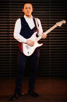 преподаватель гитары Марк Зорников